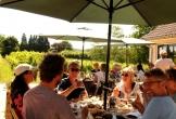 Nederlands wijnbouwcentrum in groesbeek lekker buiten een wijntje drinken