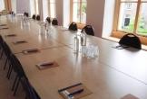 Lange vergadertafel bij locatie met meerwaarde het genietcafe in zutphen